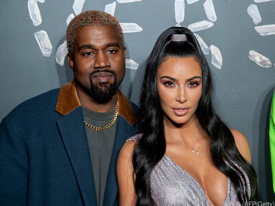 West und Kardashian lassen Kind von Leihmutter austragen