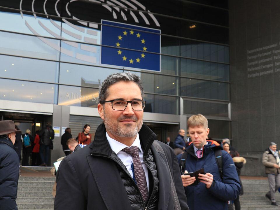 LH Arno Kompatscher auf dem Weg zur AdR-Plenarsitzung in Brüssel - Foto: LPA/mb