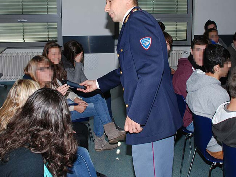 safer internet day 3. foto intervento di sensibilizzazione in una scuola
