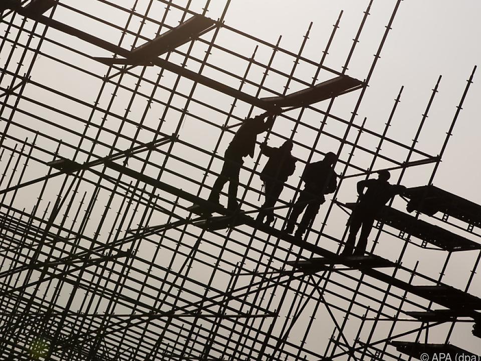Am Bau werden Schwarzarbeiter-Kontrollen durchgeführt