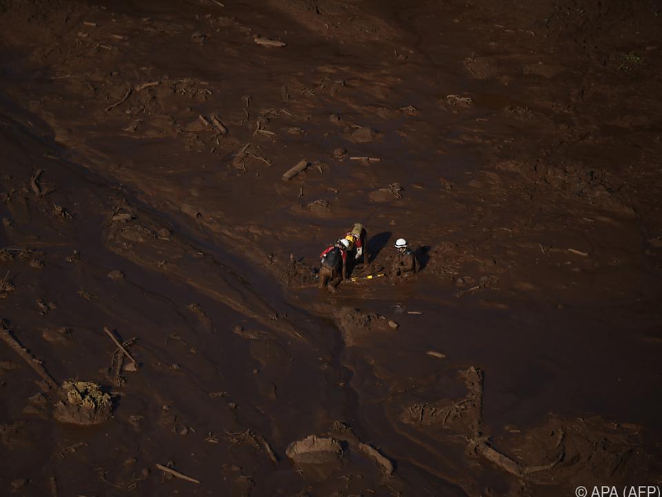 Bei dem Dammbruch starben mindestens 165 Menschen