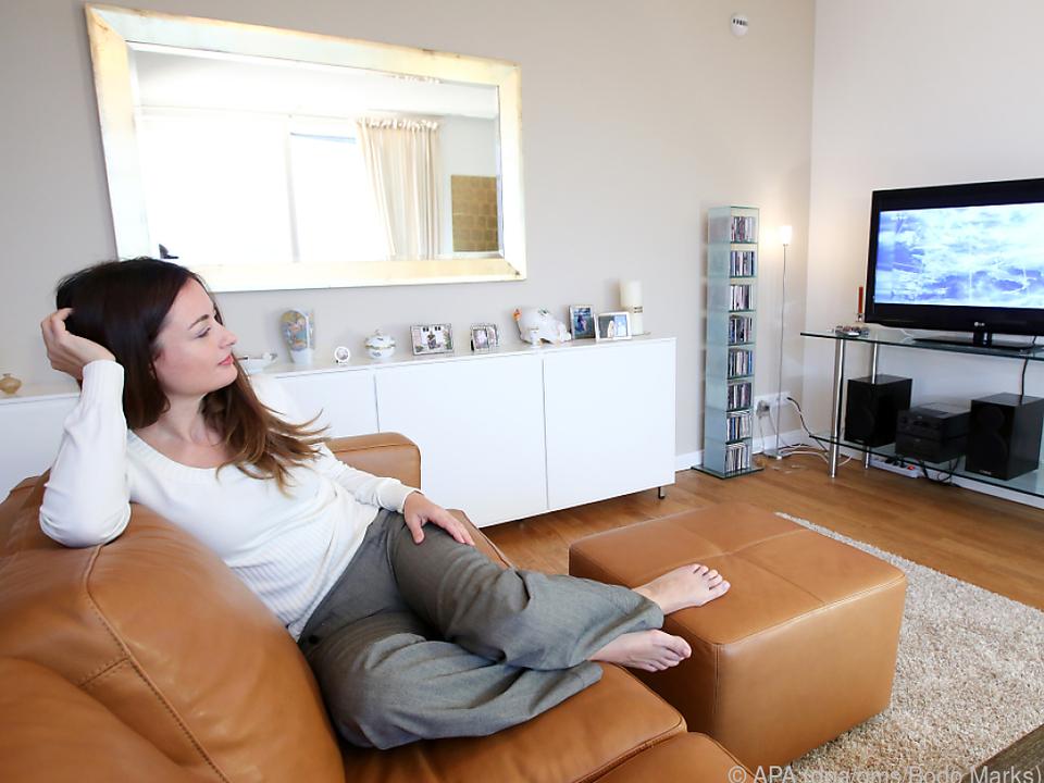 Beim Fernseher-Kauf sollte man den nötigen Sitzabstand im Zimmer bedenken