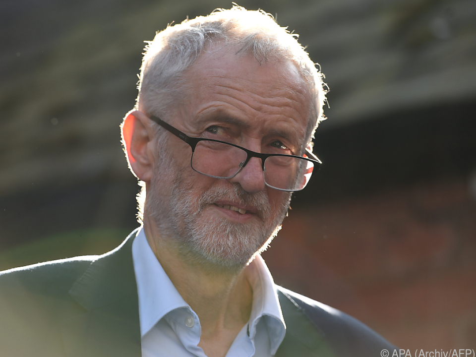 Corbyn will Antrag selbst vorlegen oder mittragen