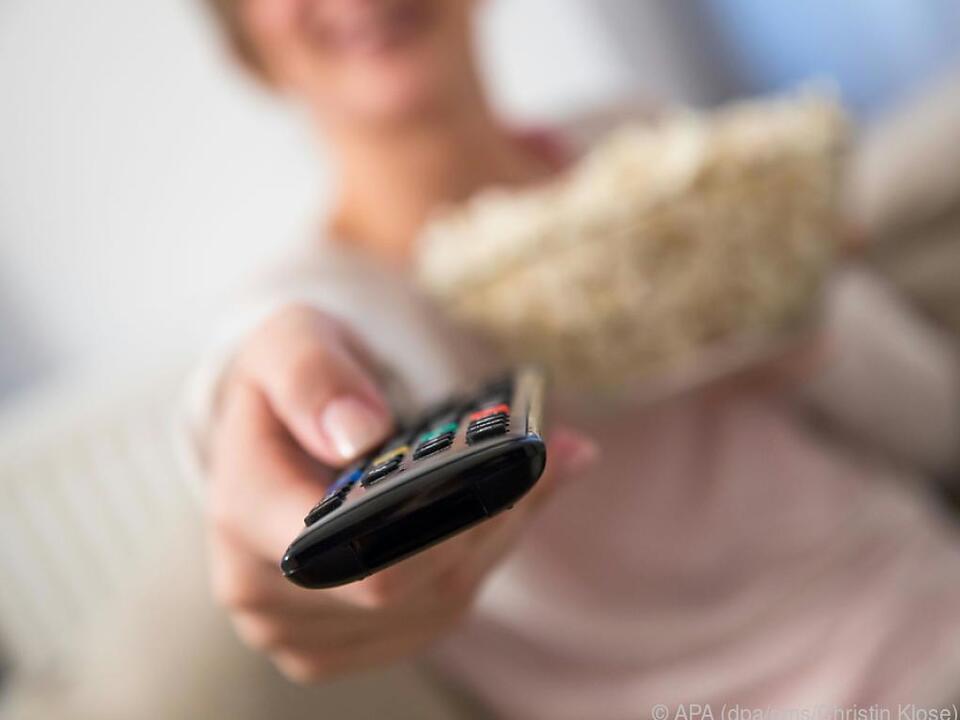 Ein Tipp auf der Fernbedienung und schon kann der Filmgenuss beginnen fernseh film tv sym