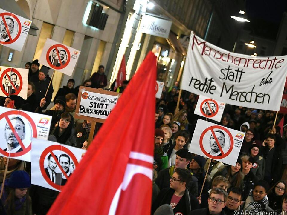 Demonstration gegen Burschenbundball in Linz