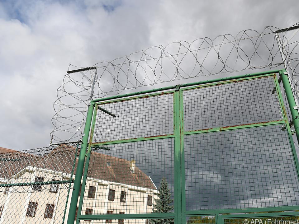 Der 47-Jährige befinde sich in Haft