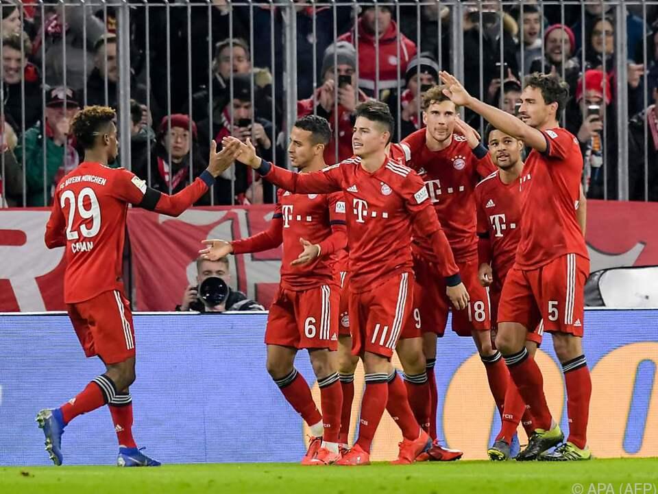 Der Titelverteidiger feierte einen 3:1-Heimsieg über den FC Schalke 04