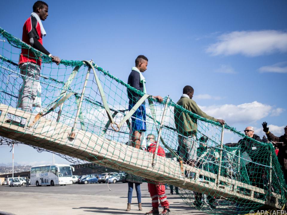 Die Migranten mussten lange Zeit auf dem Meer verbringen