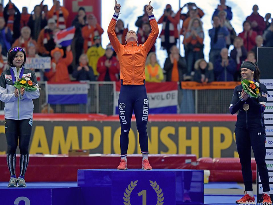 Die Niederländerin schloss in Inzell zu Rekord-Weltmeisterinnen auf