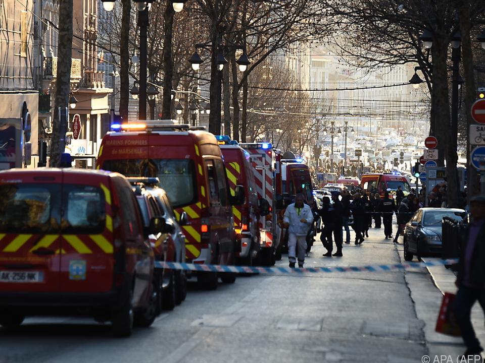 Die Polizei streckte den Angreifer mit Schüssen nieder
