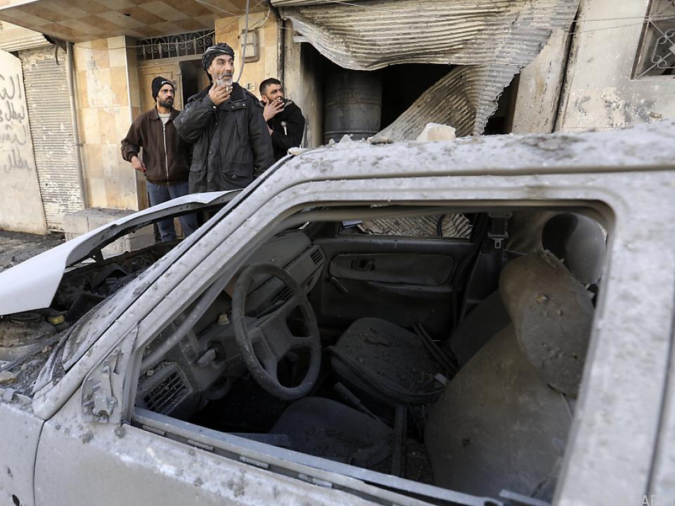 Eine der Bombe explodierte in einem Auto