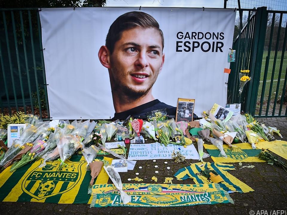 Eine geborgene Leiche wurde als die von Emiliano Sala identifiziert