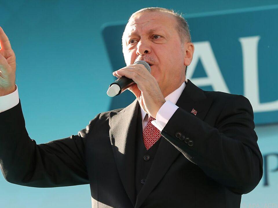 Erdogan erhebt den Zeigefinger gegen Al-Sisi