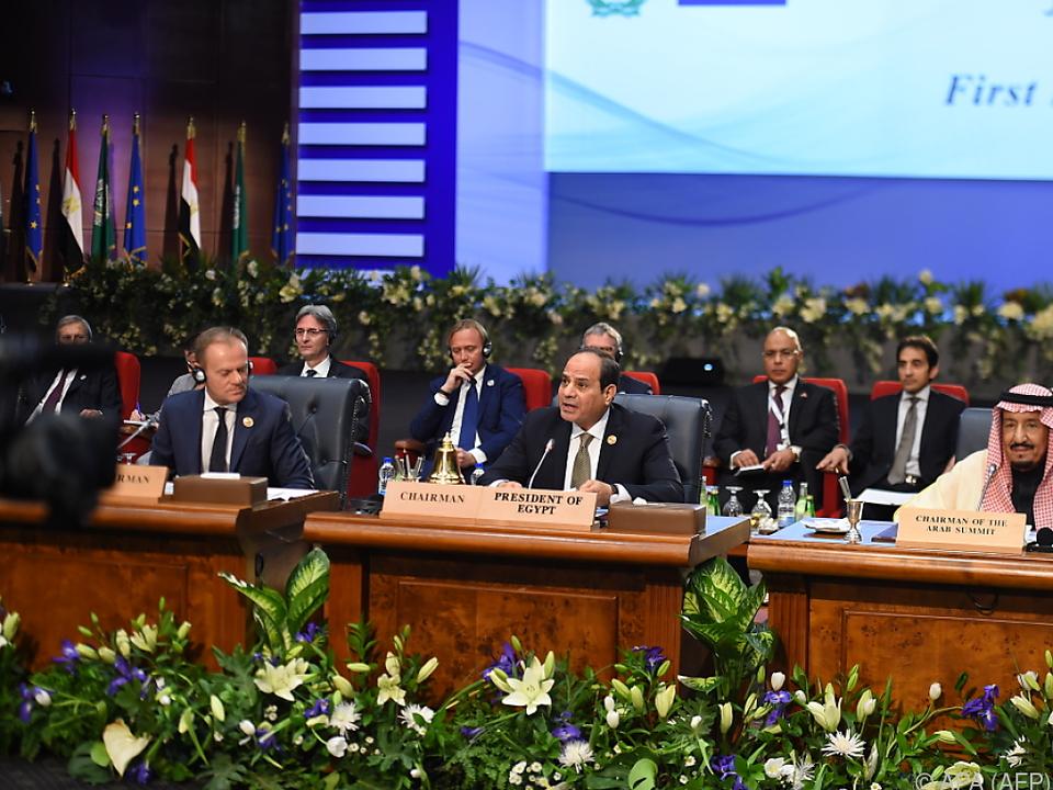 EU-Ratspräsident Tusk (l.) mit dem ägyptischen Präsidenten al-Sisi
