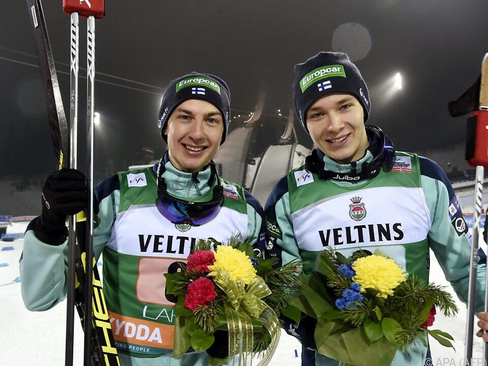 Finnische Sieger Ilkka Herola und Eero Hirvonen