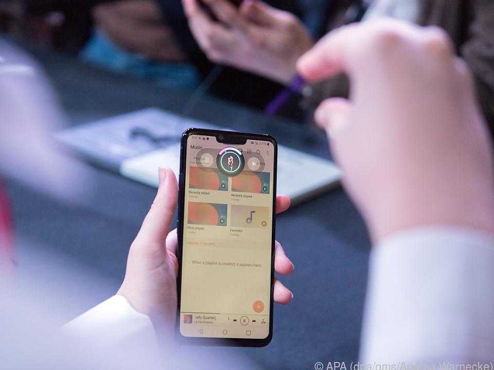 LGs G8 ThinQ kann man mit Handgesten steuern ohne das Display zu berühren