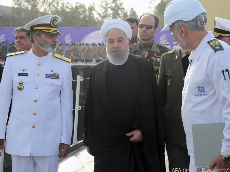 Irans Präsident Hassan Rouhani bei der Besichtigung eines U-Bootes