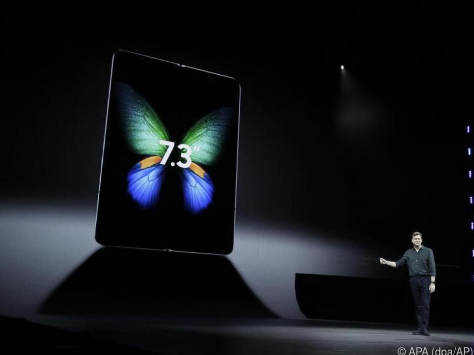 Justin Denison von Samsung präsentiert das neue Galaxy Fold
