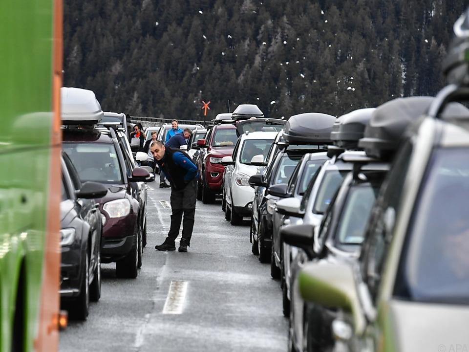Chaos am Brenner: Lawine geht ab - Autobahn gesperrt