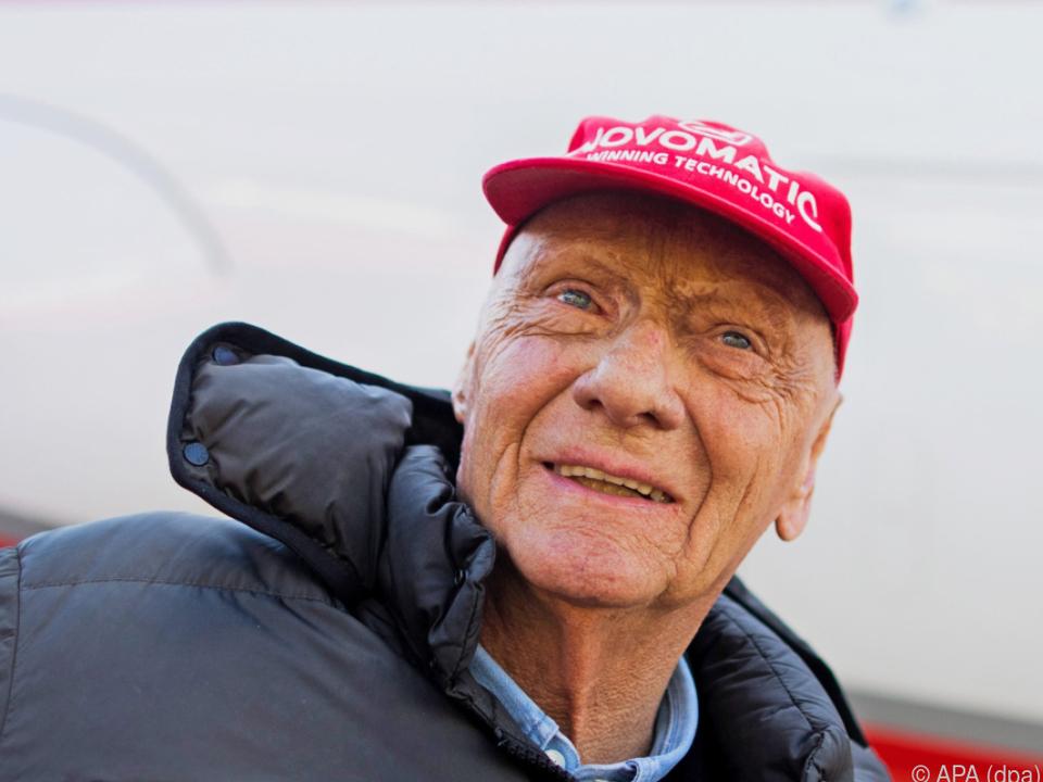 Lauda wurde mit seiner roten Kappe zum Phänomen