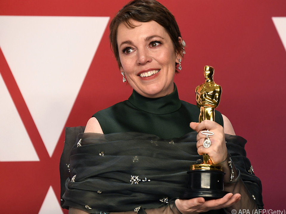 Olivia Colman freut sich riesig über ihren Goldjungen