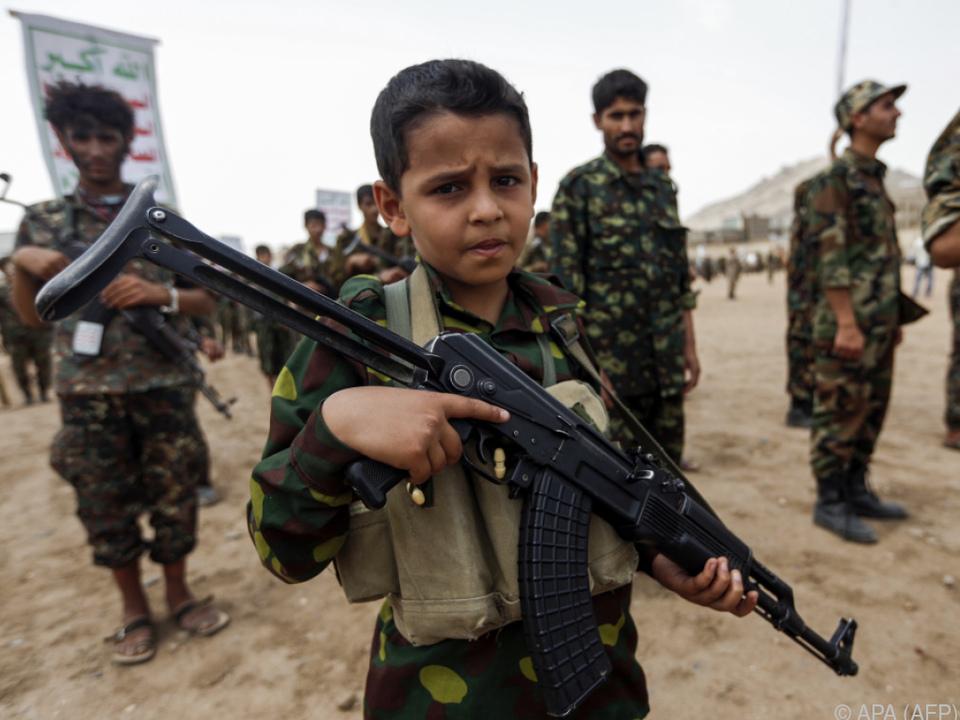 Schätzungen zufolge werden bis zu 250.000 Kinder als Soldaten missbraucht