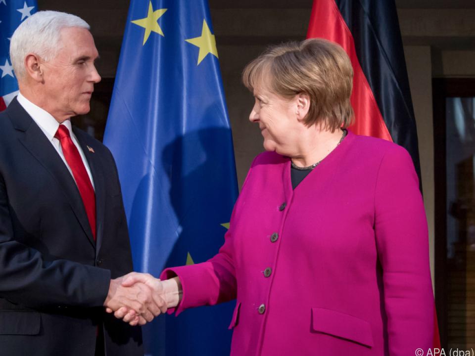 Schlagabtausch zwischen Pence und Merkel in München