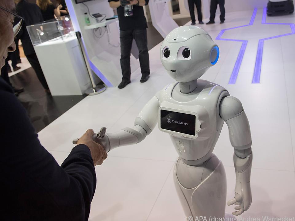 Roboter Pepper ist auf dem MWC in Barcelona zum Händeschütteln abkommandiert