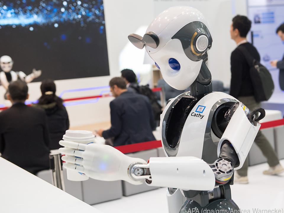 Der Service-Roboter XR-1 serviert Besuchern auf dem MWC Kaffee