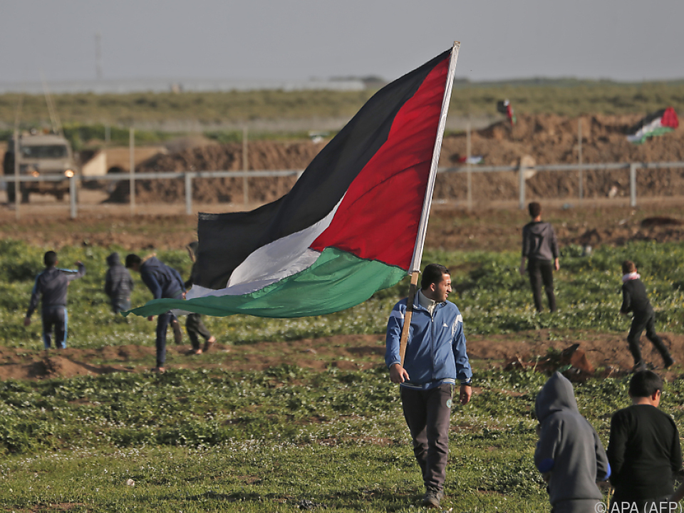 Tausende Palästinenser versammelten sich