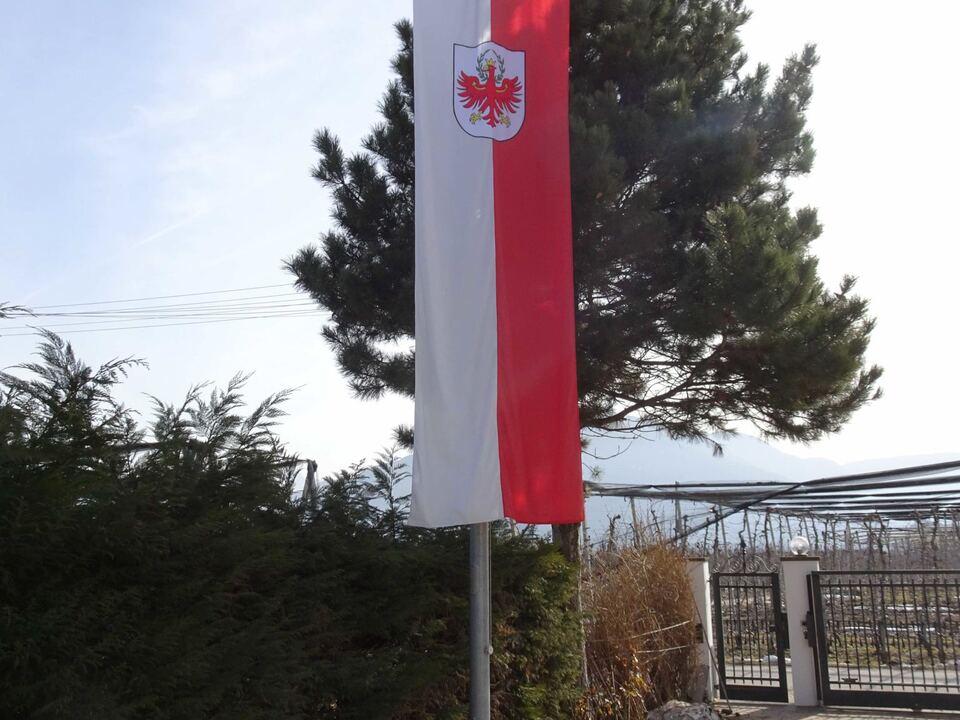 Tiroler Fahne mit katalanischer Fahne 20.2.2019