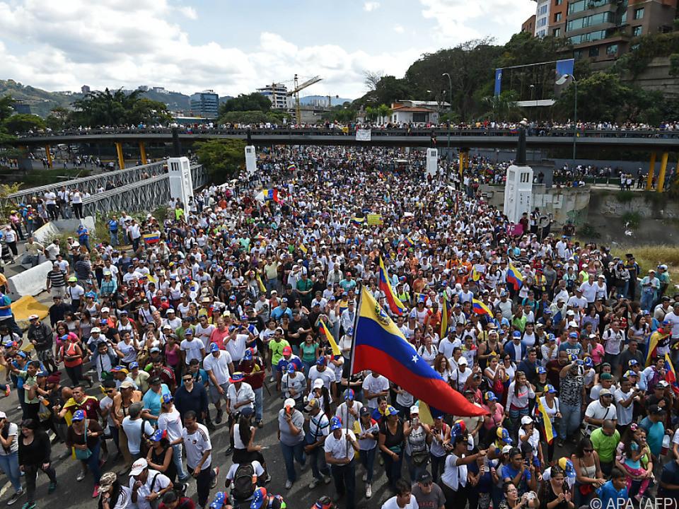 Venezuelas Opposition bei einem Protestmarsch in Caracas