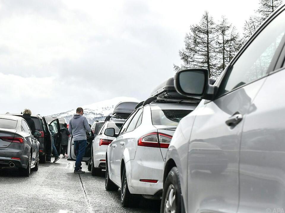 Viele Familien mussten in ihren Autos verweilen
