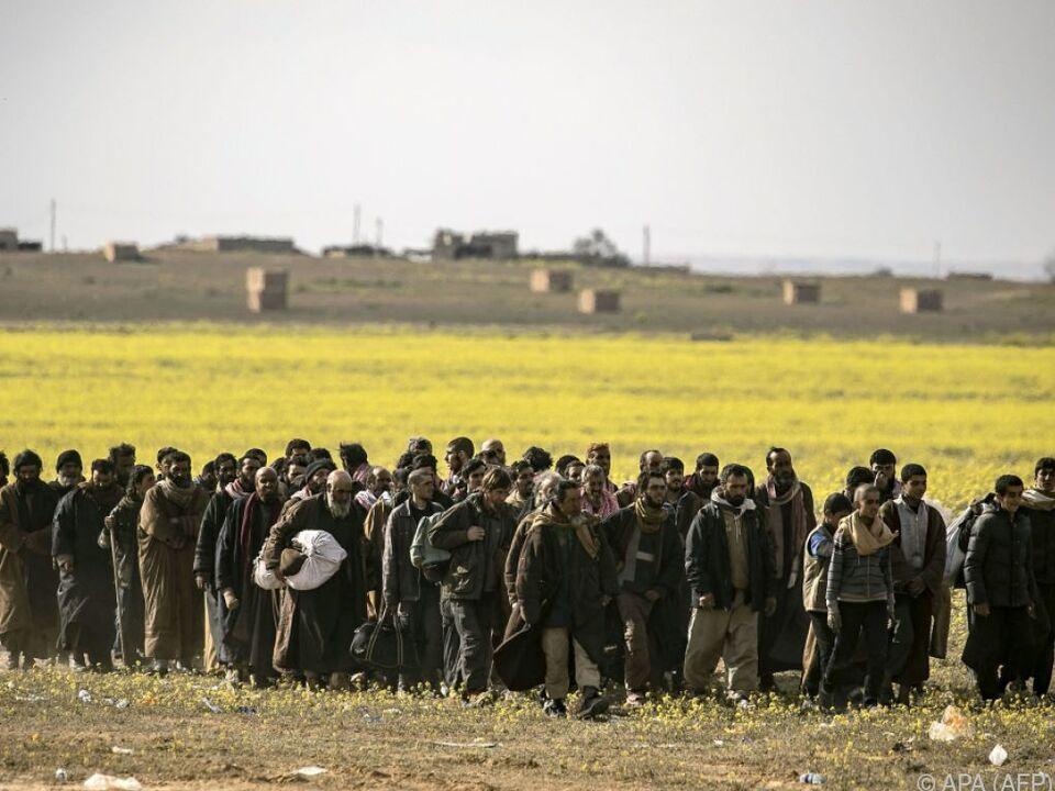 Als IS-Kämpfer verdächtigte nahe der letzten Bastion der Miliz
