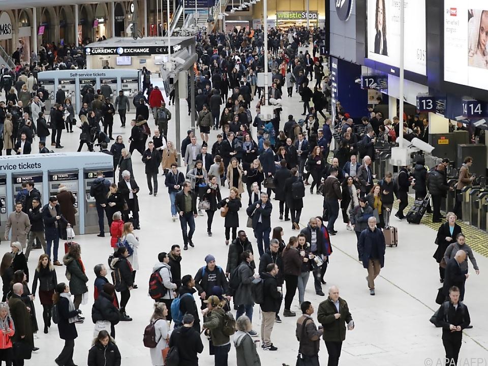 Am Bahnhof London Waterloo ist bereits wieder Ruhe eingekehrt