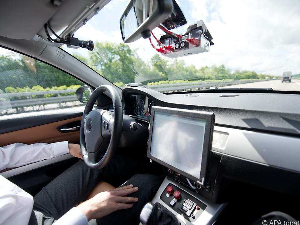 Autonomes Fahren bald in ersten länderübergreifenden Tests