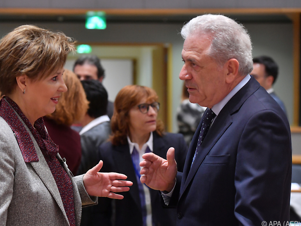 Avramopoulos (re.) will nichts \