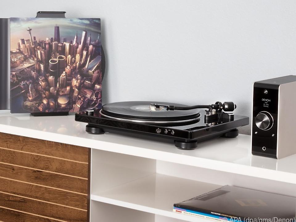 Beim Denon DP-450USB (rund 550 Euro) kann man Musik auf USB-Stick speichern