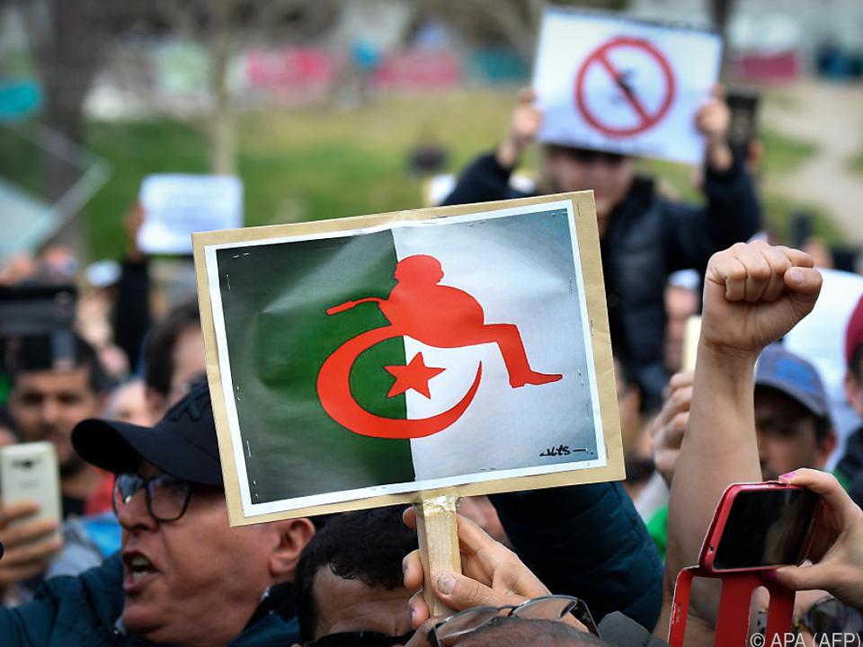 Demonstrationen gegen Bouteflika auch in Frankreich