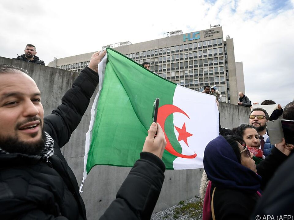 Demos auch vor Klinik in Genf, in der der Präsident behandelt wird