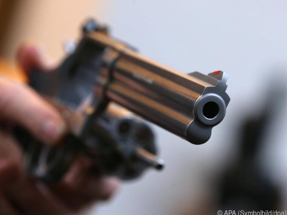 Die Frau war mit einer Pistole bewaffnet