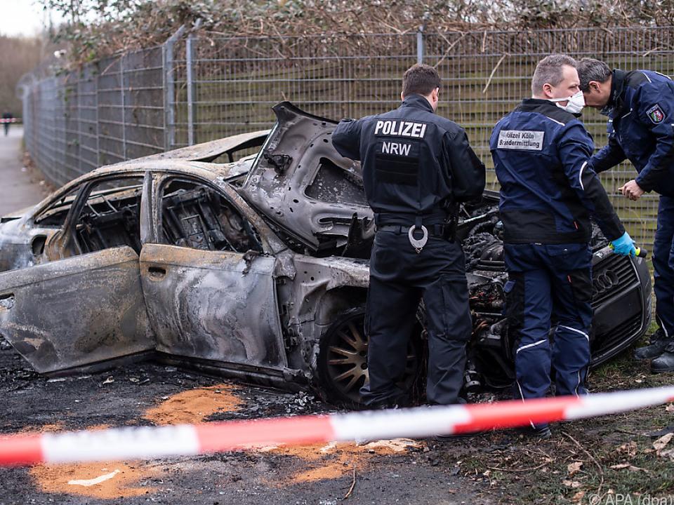 Die Täter dürften ihren Fluchtwagen in Brand gesteckt haben