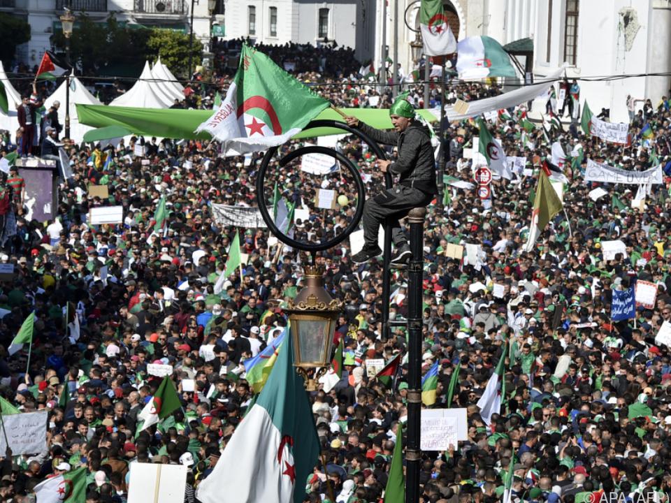 Druck auf Algeriens Staatschef Bouteflika nimmt ständig zu