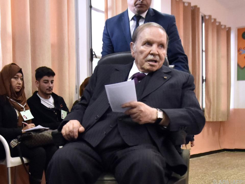 Druck auf Bouteflika wächst, Unterstützung schwindet