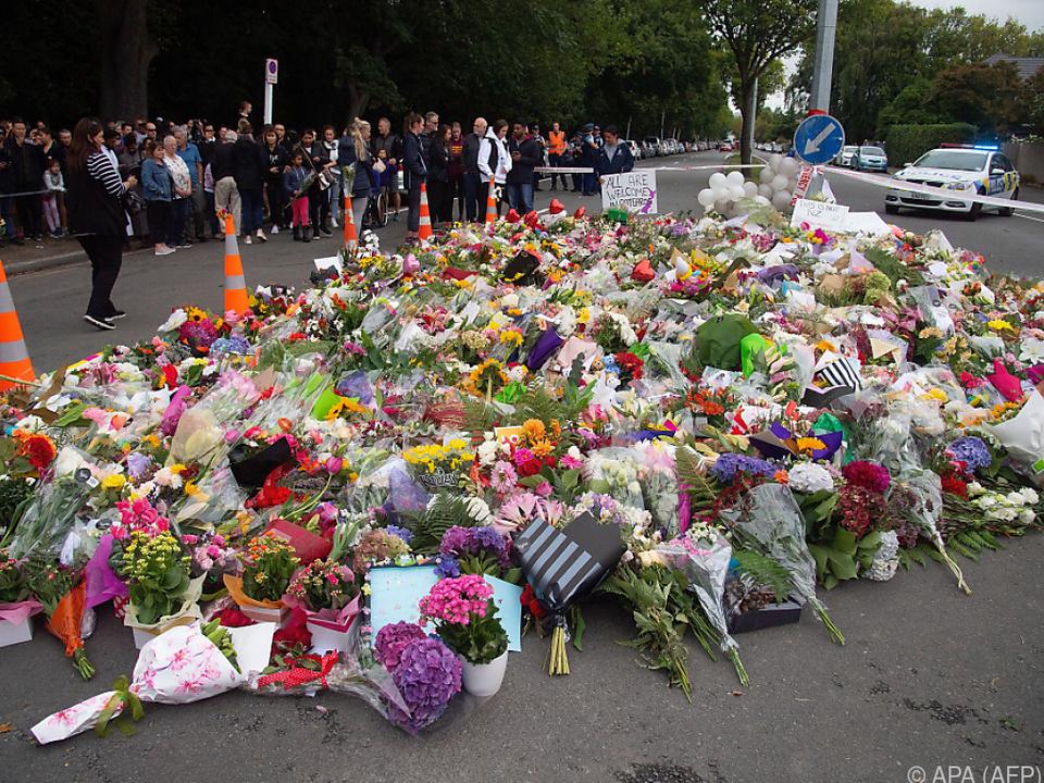 Ein Blumenmeer für die Opfer des Anschlags