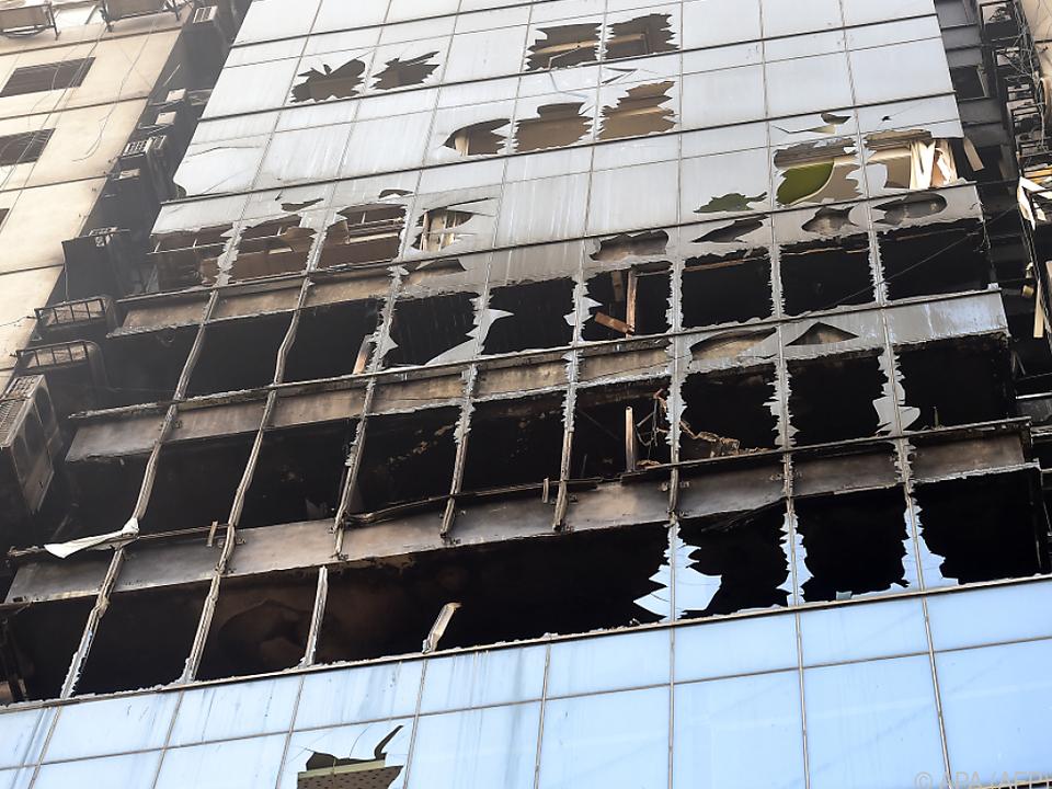 Einige sprangen auf der Flucht vor den Flammen aus dem Hochhaus