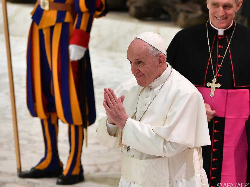 Erlass und neues Gesetz des Papstes