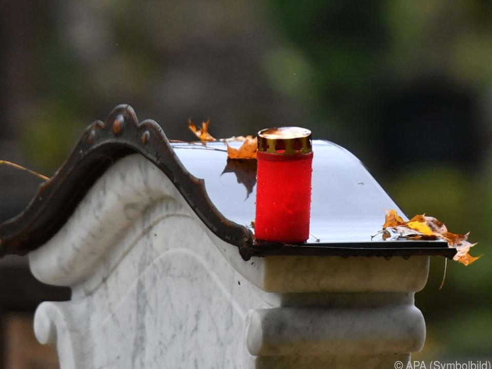Familie erfuhr erst Wochen später von Bestattung friedhof trauer