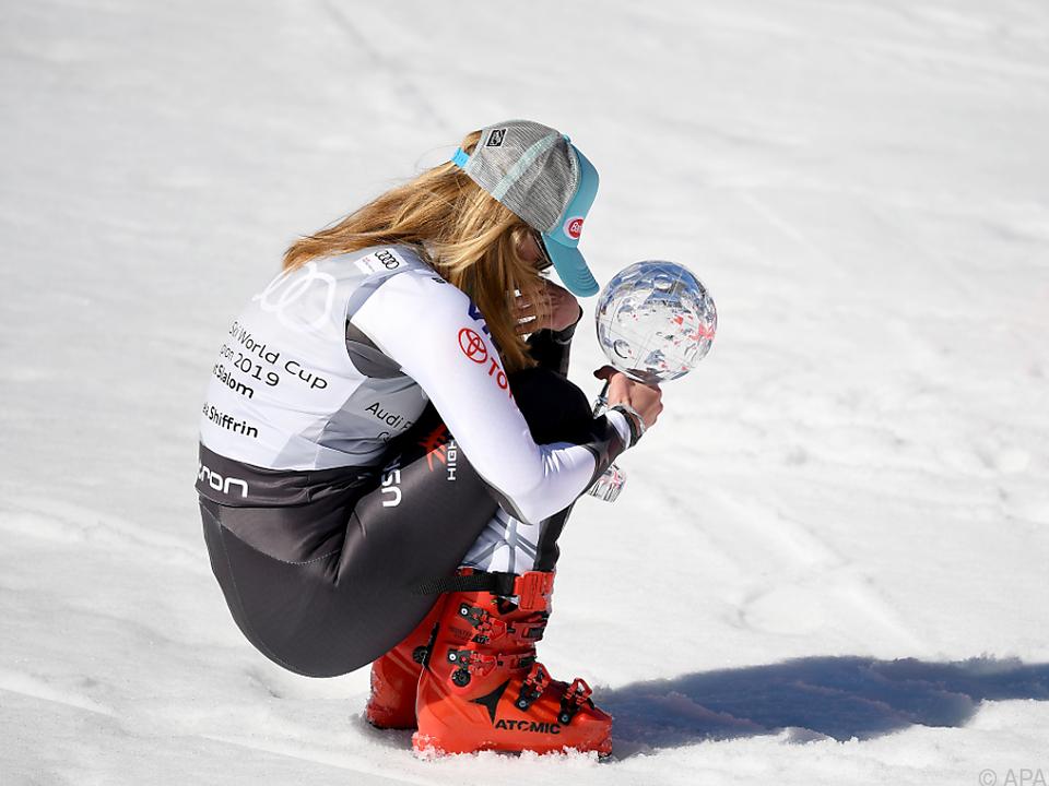 Große Freude bei Mikaela Shiffrin über ihre elfte Weltcup-Kugel