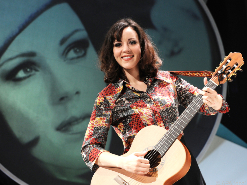 Jasmin Wagner alias Blümchen greift zur Gitarre